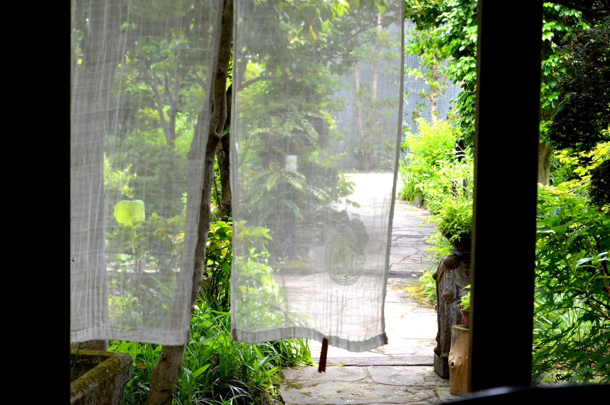 那須のカフェ楓の入り口には暖簾が