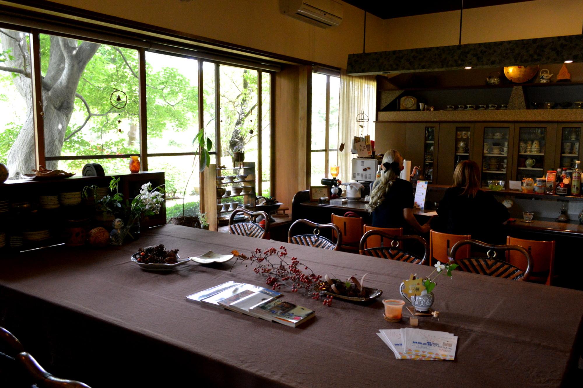 那須のカフェ楓の静かな店内
