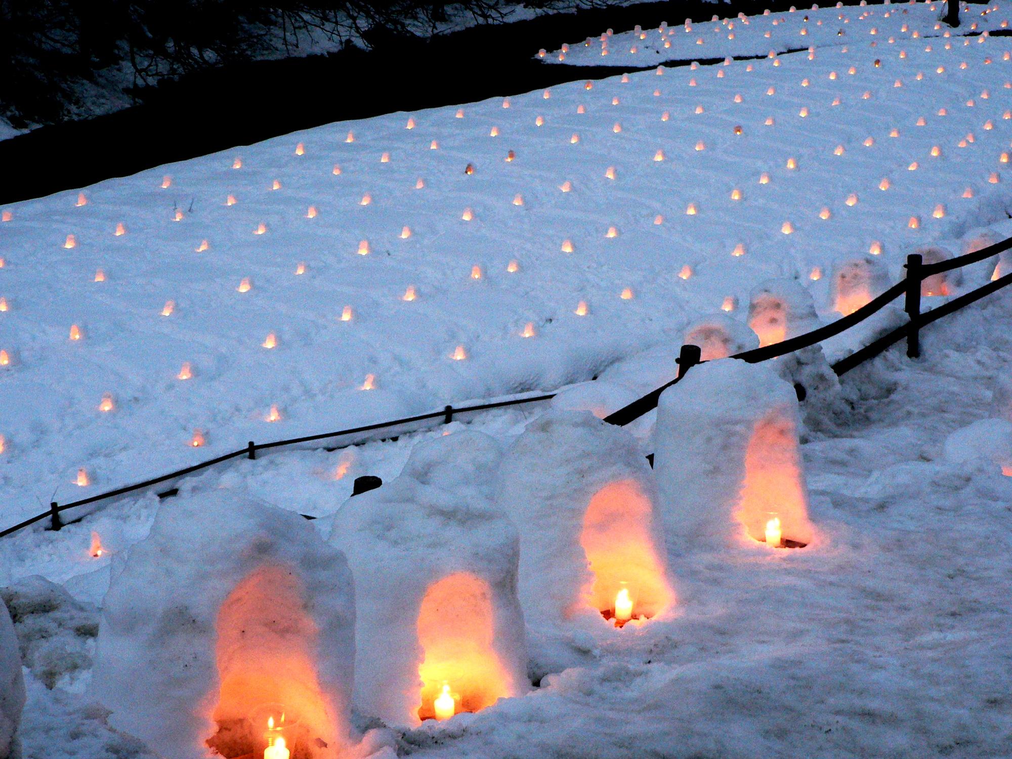 湯西川温泉の点灯されるミニかまくら