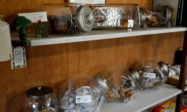 那須高原のパン屋クローチェの陳列棚の焼き菓子