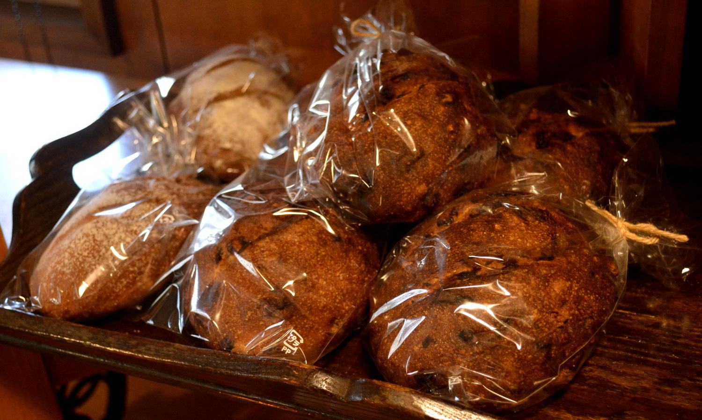 那須高原のパン屋クローチェの陳列棚のパン
