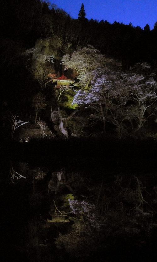 那須町・堂の下の岩観音はまるで桃源郷