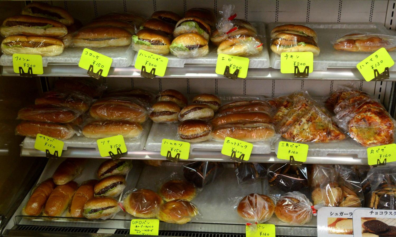 那須町黒田原のますやパン店の総菜パン各種