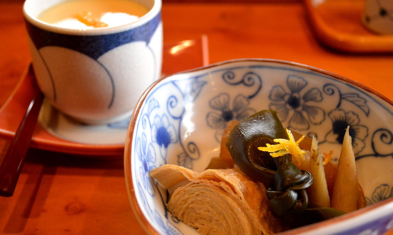 旬菜鮨処たかはしの小鉢と茶碗蒸し