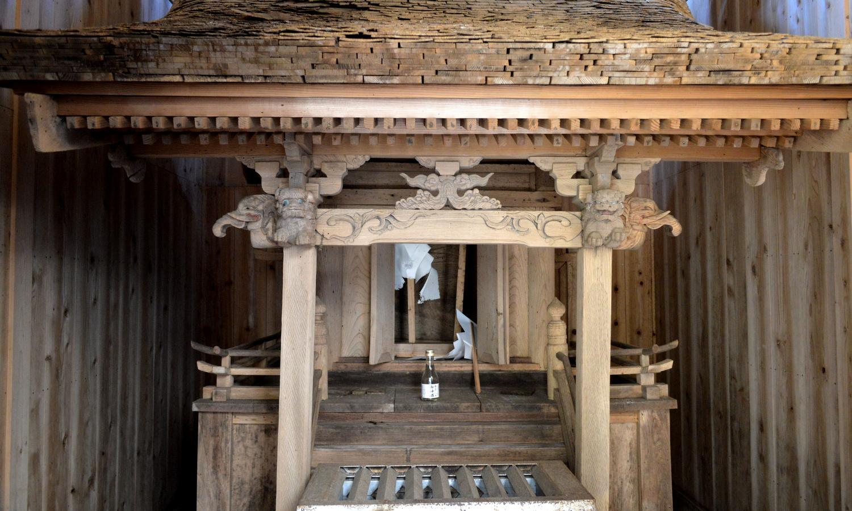 那須町東山道の追分明神の社
