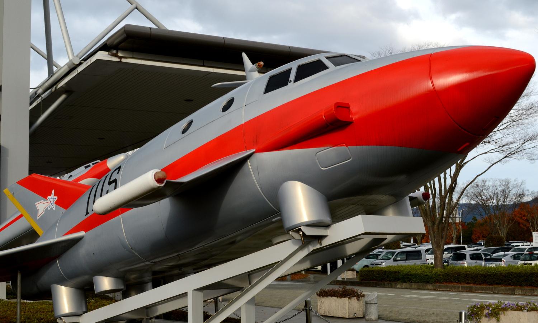 須賀川市のウルトラマンの特撮飛行機模型も