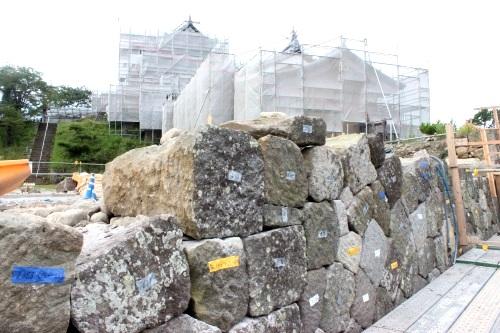 白河市小峰城修復の石積みの様子