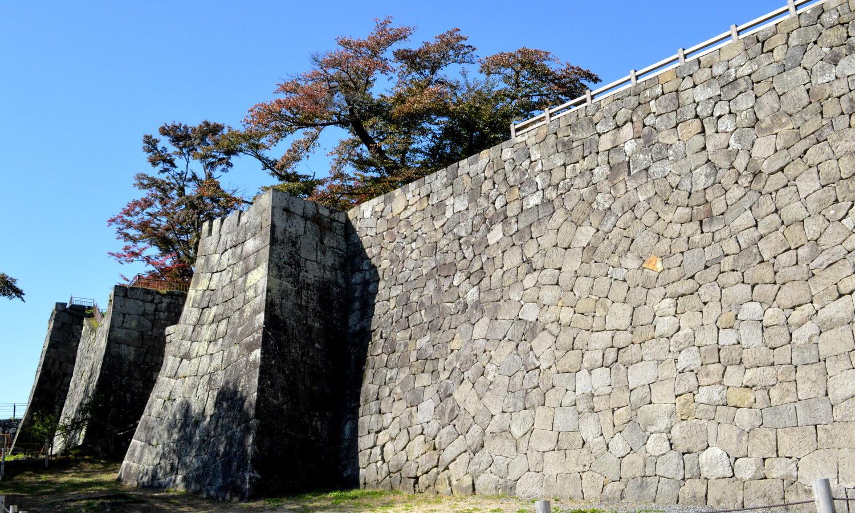 白河市小峰城の修復された石垣