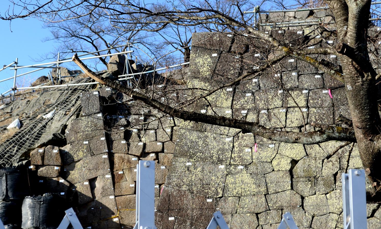 白河市小峰城の石垣には番号がふられた