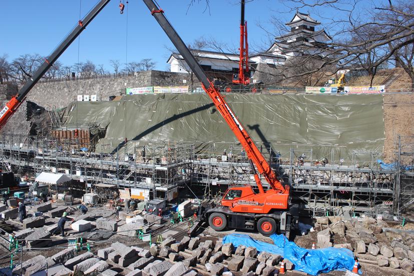 白河市小峰城の石垣修復作業