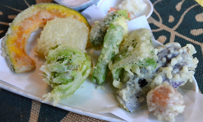 那須高原のハワイアンラナイカフェの綿実油であげた野菜天ぷら