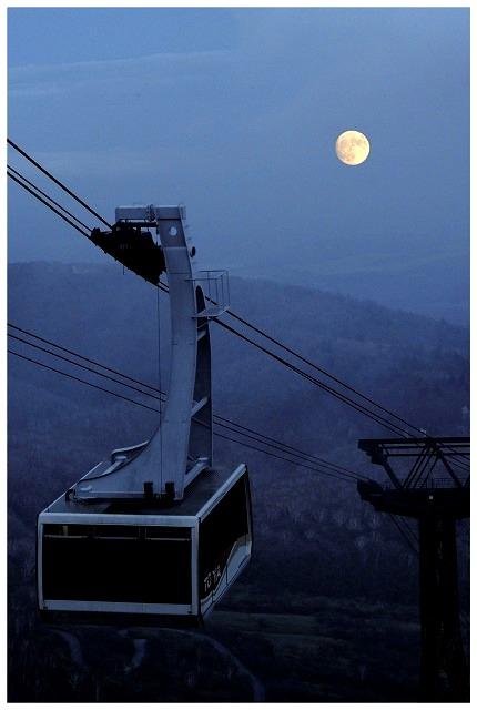 那須ロープウェイから美しい満月の月見