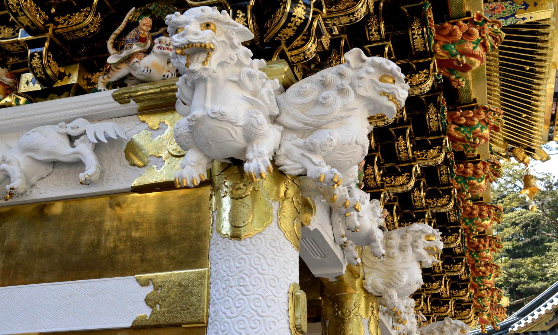 日光東照宮陽明門の柱と唐獅子