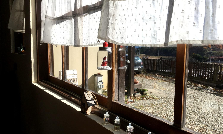那須高原ノノワカフェの光がまぶしい窓辺