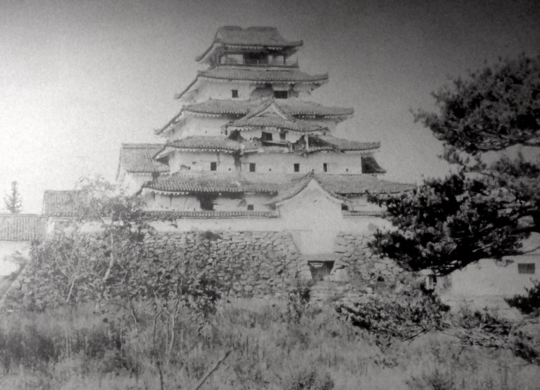 会津若松鶴ヶ城の取り壊される前の天守閣