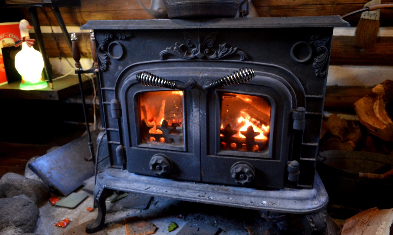 那須Dad&Mamの暖かく炎が燃える薪ストーブ