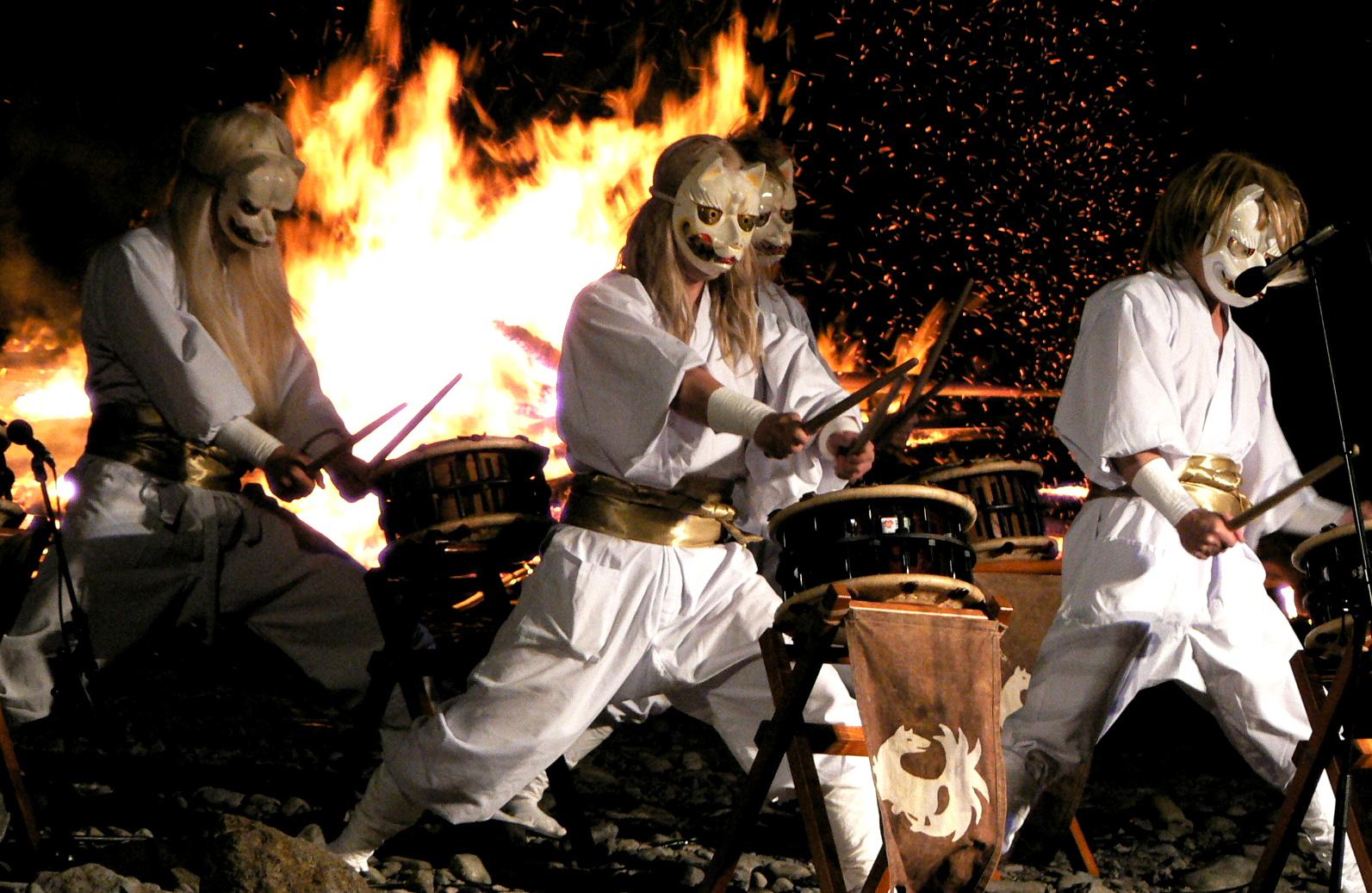 那須殺生石御神火祭の白面金毛九尾狐太鼓の幻想的な世界