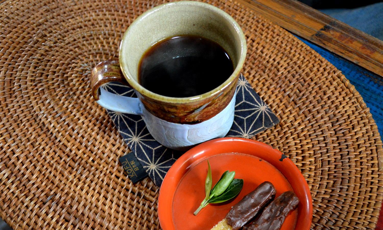 非電化カフェの特別な一杯のコーヒー