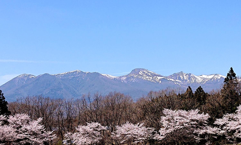 那須連山の那須五峰が見える