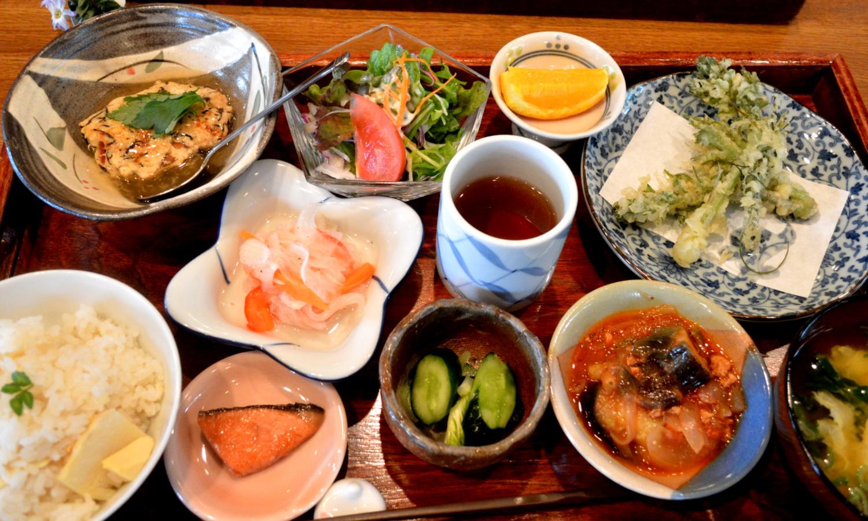 大田原家庭料理なづなの春の日替わりランチ