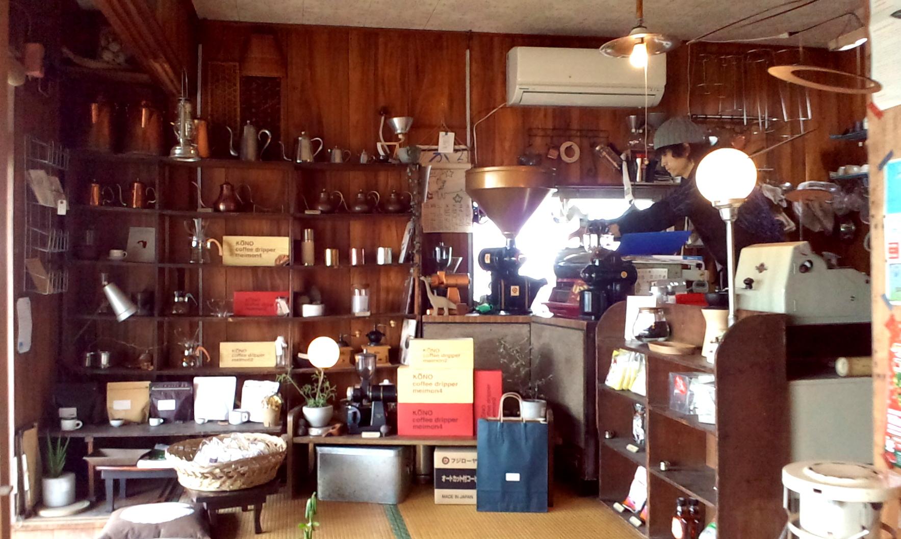 大田原市・秋元焙煎所の店内には色々な珈琲の小道具が