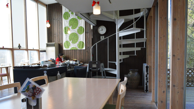棚倉町のCafe'sBond141の明るい店内