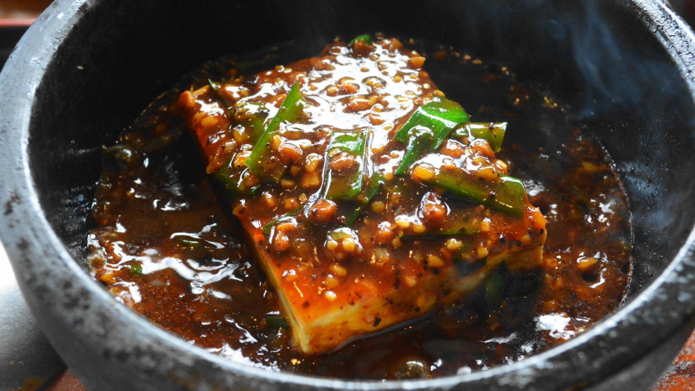 遊山の豆腐一丁入った石焼麻婆豆腐