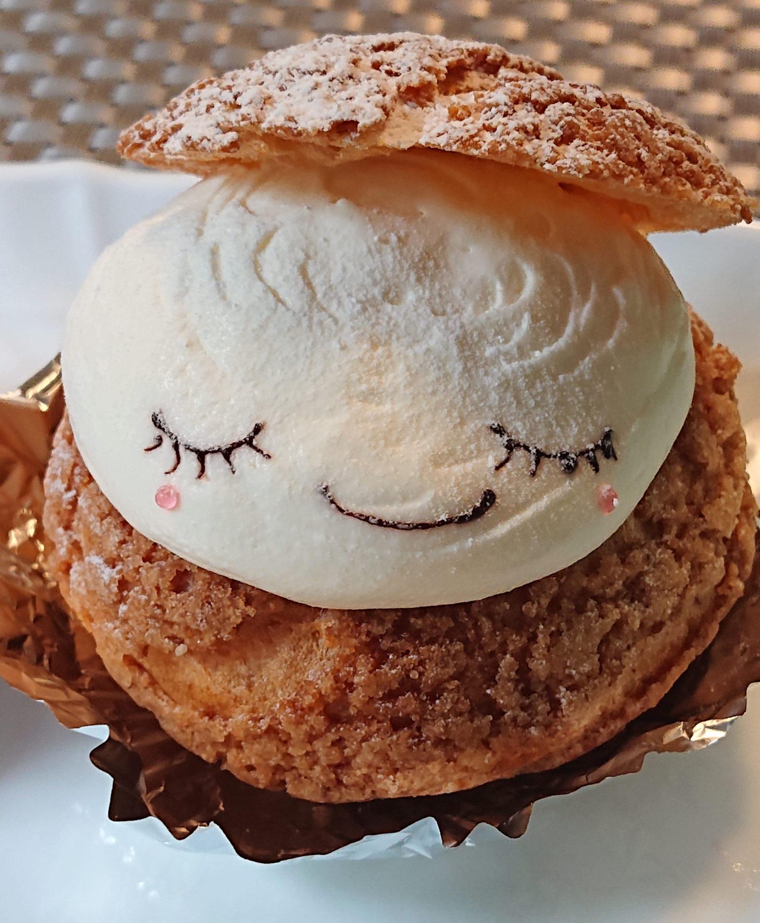 那須塩原市アンデュルジャンの可愛い顔のむつくんシュークリーム