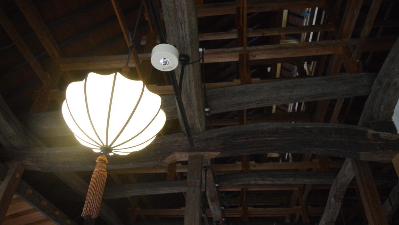 那須町瑞穂蔵の太い梁が見える天井