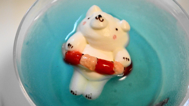アンデュルジャンの赤い浮き輪の寝クマ